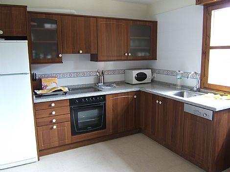 Cocina madera y blanco for Cocinas color madera y blanco